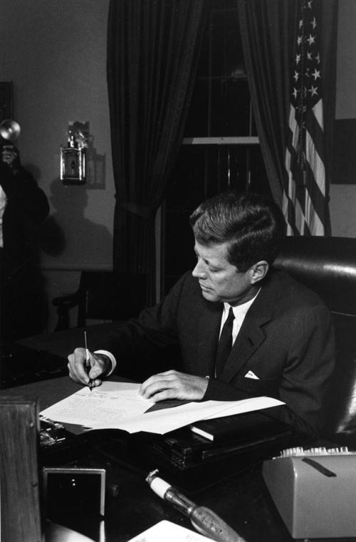 Kennedy_signing bill
